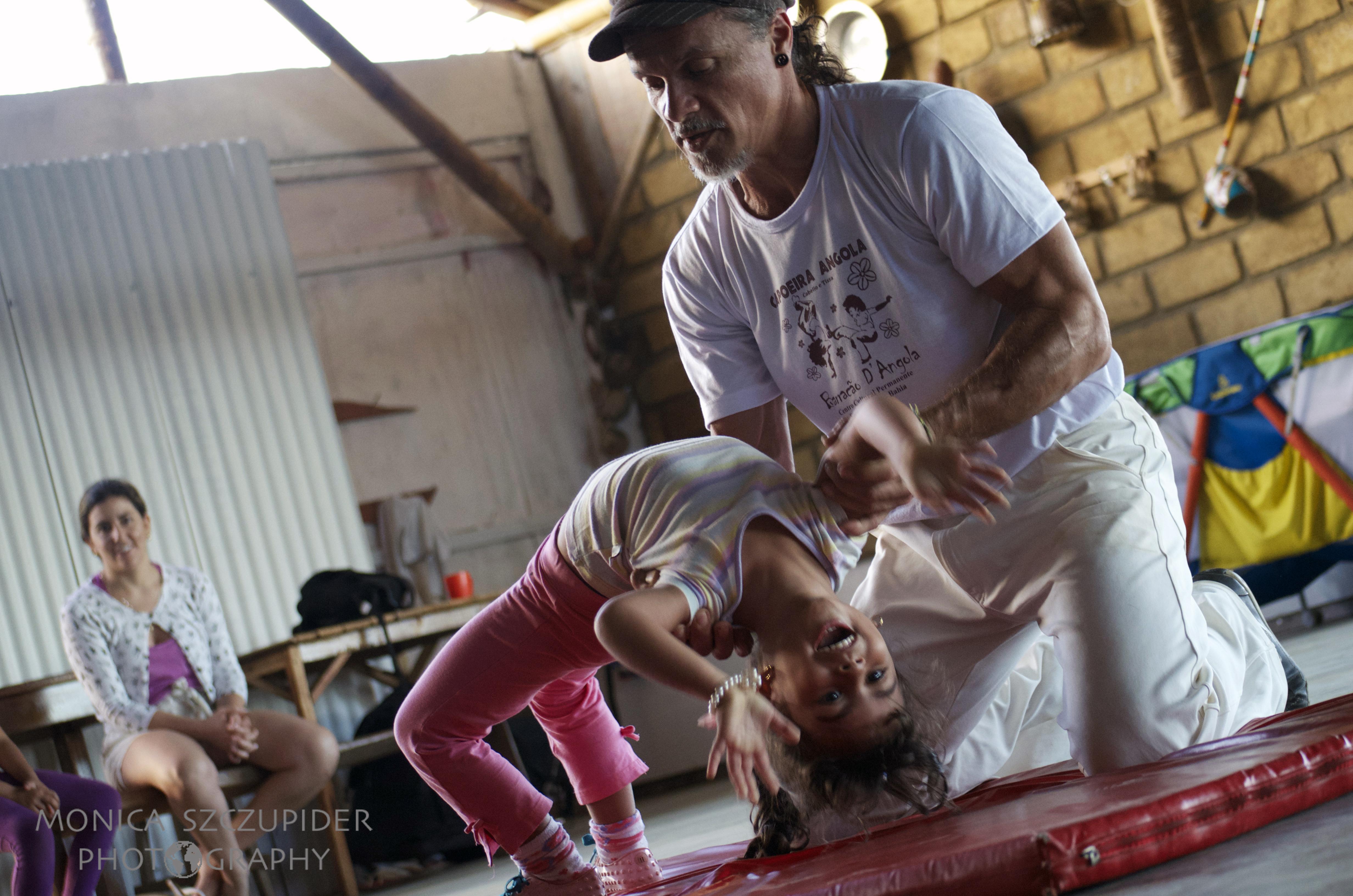 Aula de Capoeira Angola p crianças2 . Barracao